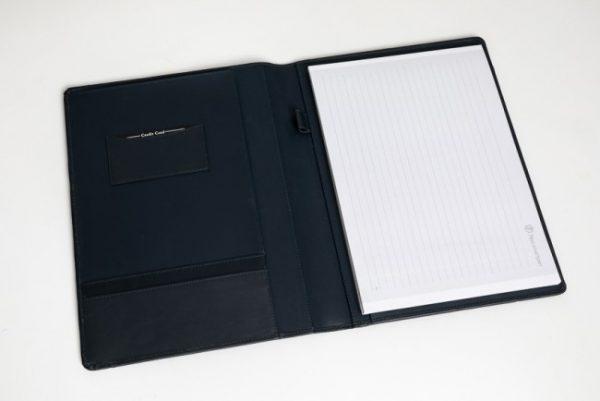 A4 schrijfmap in donker blauw leer